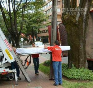 Mudanza por fachada realizada en Bogotá con grúa monta-muebles