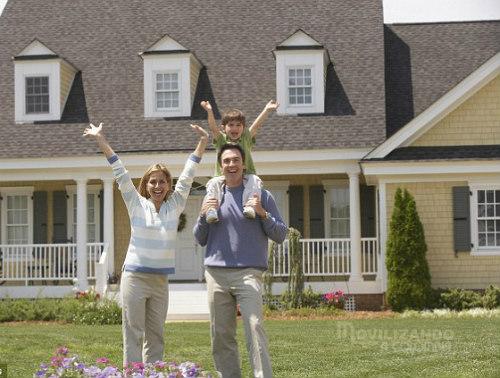Familias felices después de mudanza VIP